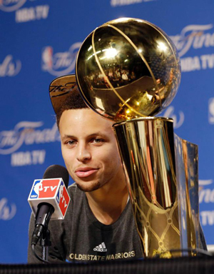 curry_finals_trophy
