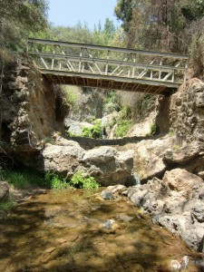 Temescal-Canyon-hiking