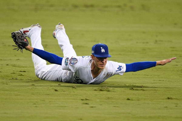 Cody-Bellinger-Dodgers-save-nlcs-2018-game-4